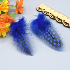 """Перья цесарки """"горох"""" 5-13 см. 20 шт. Синего цвета"""