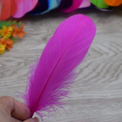 Пушистые перья гуся 13-18 см, 20 шт. Фуксия