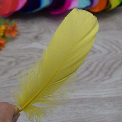 Пушистые перья гуся 13-18 см, 20 шт. Желтого цвета
