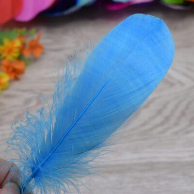 Пушистые перья гуся 13-18 см, 20 шт. Голубого цвета