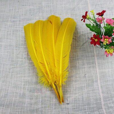 Гусиное перо 27-33 см. 1 шт. Желтого цвета