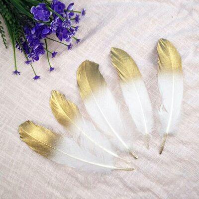 Пушистые перья гуся 15-20 см, 10 шт. Бело-золотого цвета