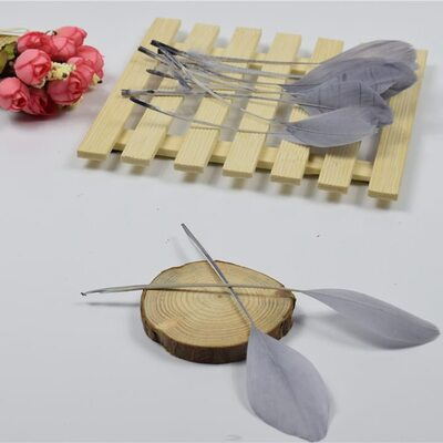 Перья гуся на ножке 13-18 см. 10 шт. Серого цвета