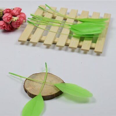 Перья гуся на ножке 13-18 см. 10 шт. Салатовый цвет