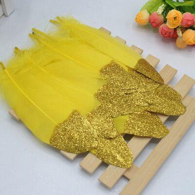 Пушистые перья гуся 15-20 см, 10 шт. Желтые с золотой крошкой