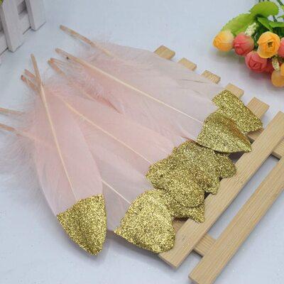 Пушистые перья гуся 15-20 см, 10 шт. Розовые с золотой крошкой