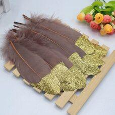 Пушистые перья гуся 15-20 см, 10 шт. Коричневые с золотой крошкой