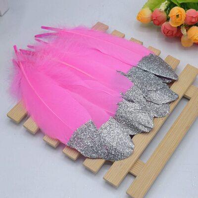 Пушистые перья гуся 15-20 см, 10 шт. Ярко-розового цвета с серебрянной крошкой
