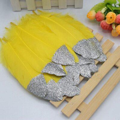 Пушистые перья гуся 15-20 см, 10 шт. Желтые с серебрянной крошкой
