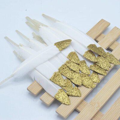 Перья утиные 10-15 см. 20 шт. Белые с золотой крошкой