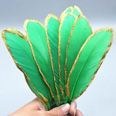 Пушистые перья гуся 15-20 см, 10 шт. Зеленые в золотом обрамлении